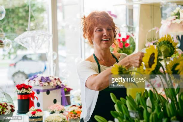 florist in flower shop - florist stock pictures, royalty-free photos & images