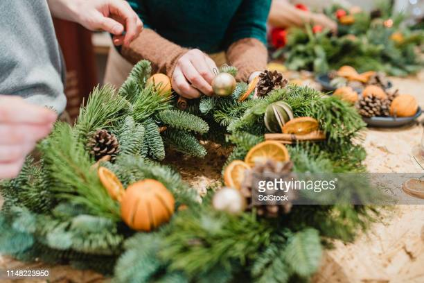 florists designing a christmas wreath - wreath stock pictures, royalty-free photos & images