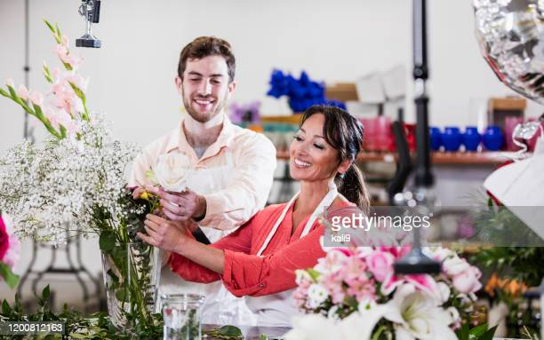 florists making flower arrangement - kali rose stock pictures, royalty-free photos & images