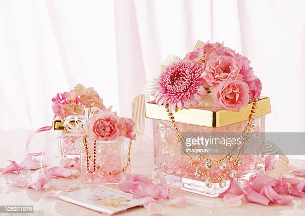 Flower arrangement and accessory