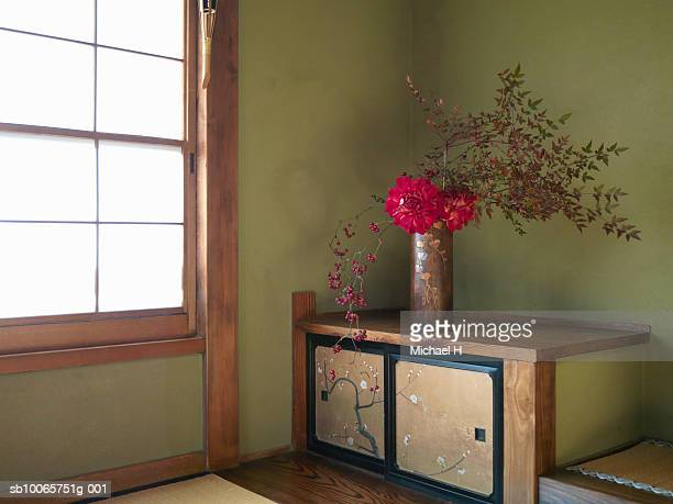 flower arrangement inside house - ikebana stock pictures, royalty-free photos & images
