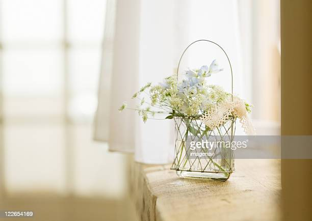 flower arrangement - 囲む ストックフォトと画像
