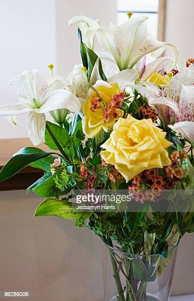flower arrangement - jessamyn harris stock pictures, royalty-free photos & images
