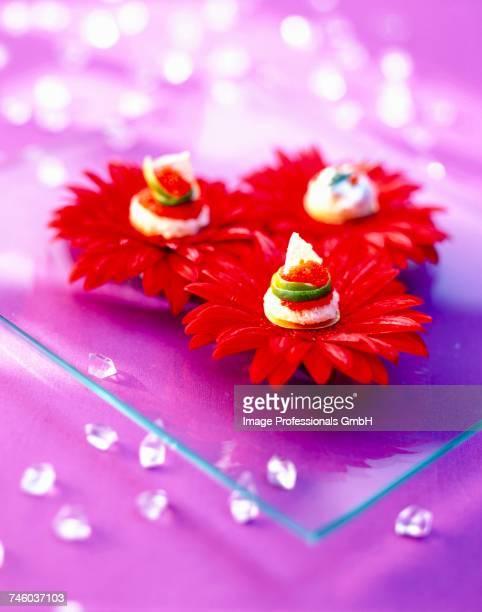 flower canaps - canap�� photos et images de collection