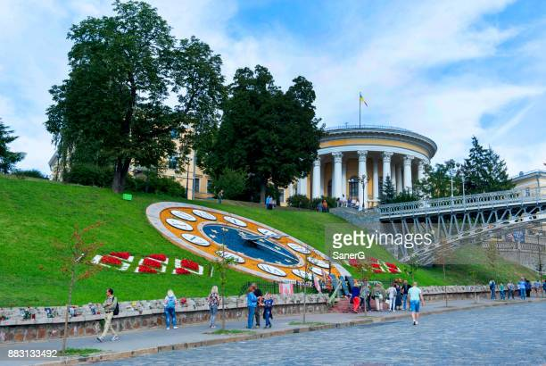 flower clock in independence square, kiev, ukraine - revolution fort lauderdale stock pictures, royalty-free photos & images