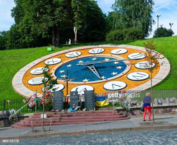 flower clock in kiev, ukraine - revolution fort lauderdale stock pictures, royalty-free photos & images