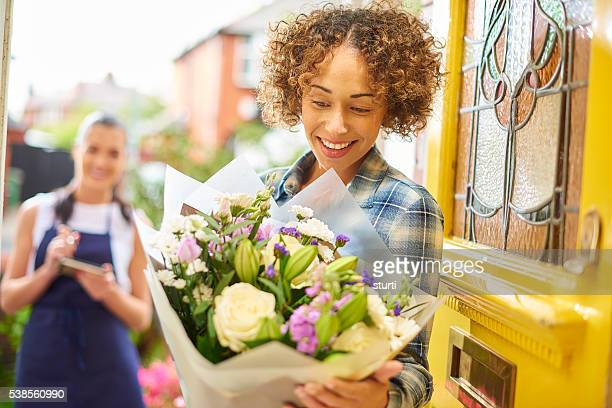 flower delivery girl makes her drop - receiving stock pictures, royalty-free photos & images