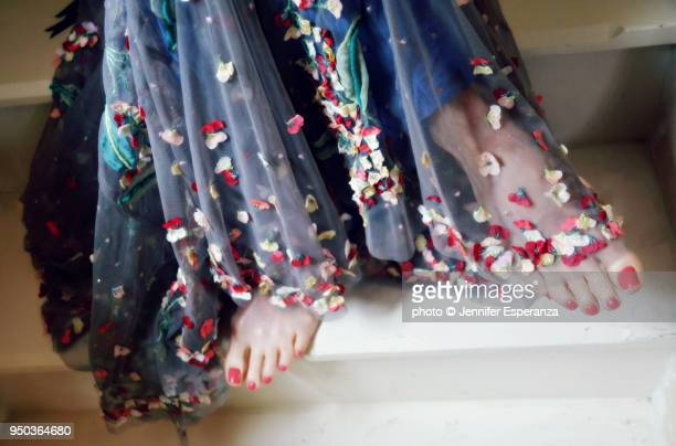 flower dress and pretty feet - floral pattern dress stock pictures, royalty-free photos & images