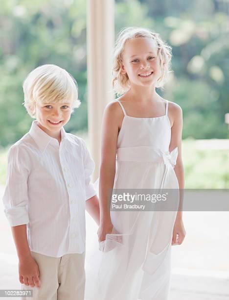 フラワーガールと少年でのウェディングレセプション