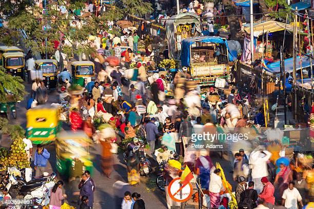 flower market, k.r. market, bangalore, india - explosion démographique photos et images de collection