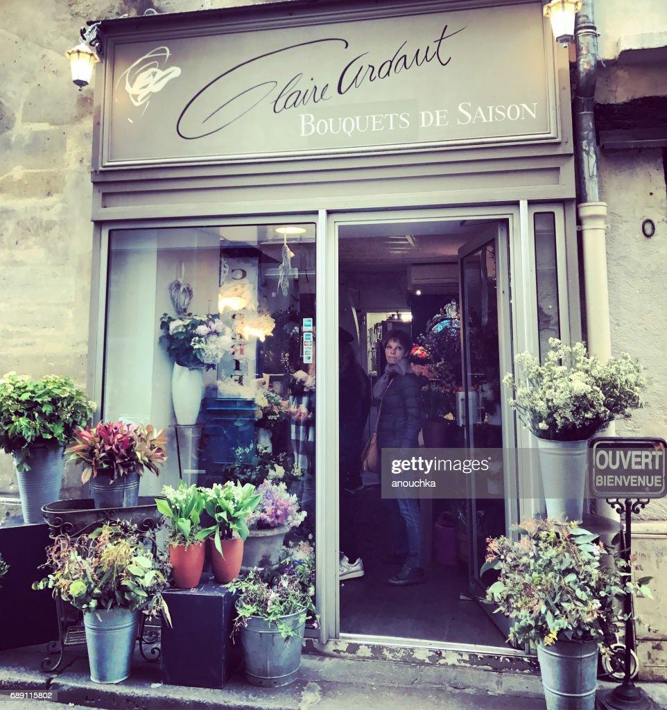 Flower shop in Paris, France : Stock Photo