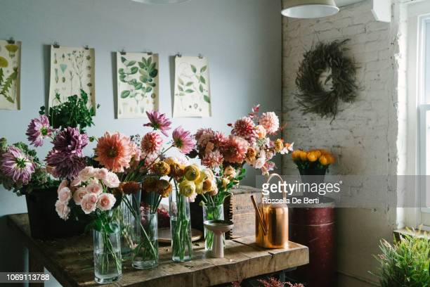 flower shop - vase stock pictures, royalty-free photos & images