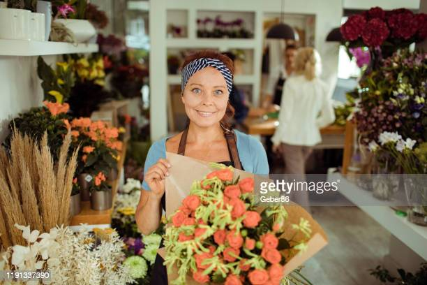 flower shop worker - local produce stock pictures, royalty-free photos & images