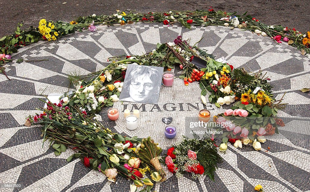 25th Anniversary Of John Lennon Death : News Photo