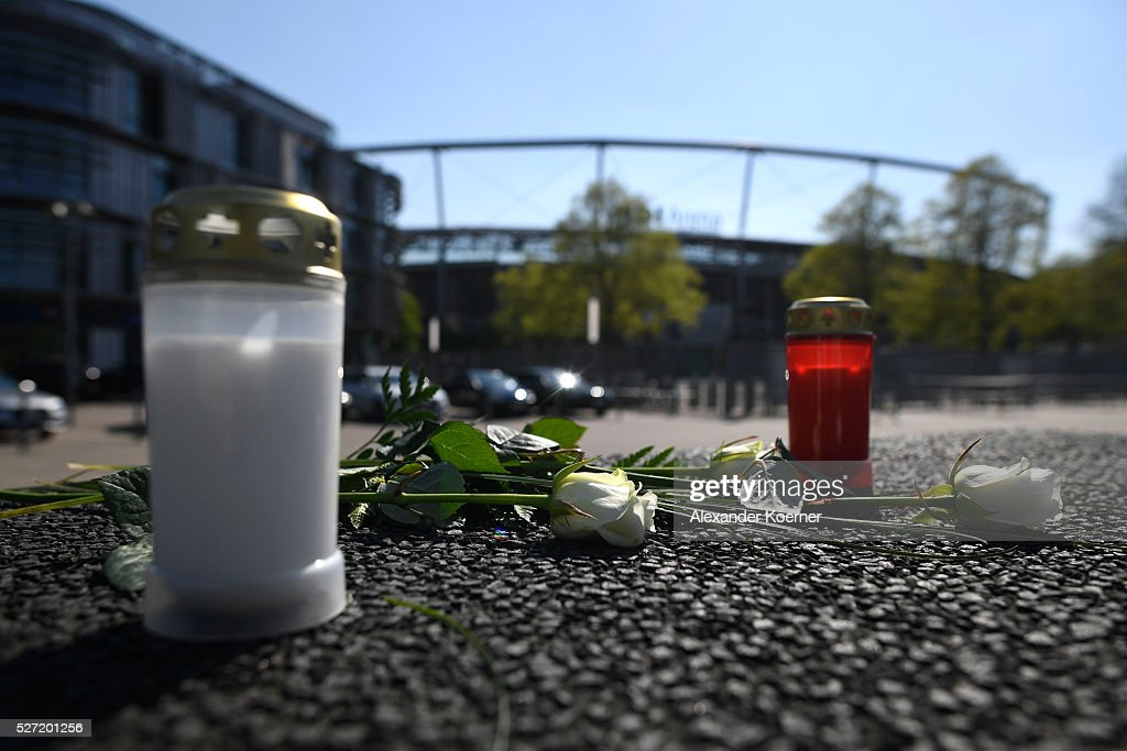 People React To The Death Of Hannover 96 Player Niklas Feierabend : News Photo
