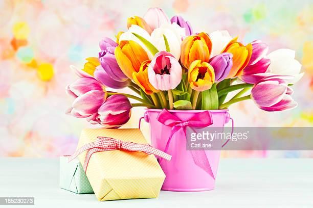 Blumen und Geschenke zum Muttertag oder Geburtstagsfeiern