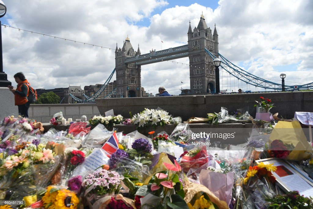 Floral tributes at City Hall, London : News Photo