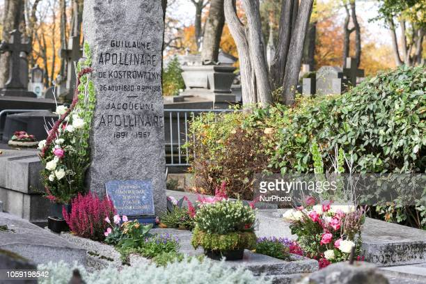 Flowers are placed at the grave of French poet Guillaume Apollinaire in Père Lachaise Cemetery in Paris on Novembre 8 during the commemorative events...