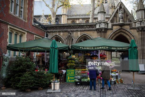 Flowers are sold at a stall in front of Kensington Church on November 24 2017 in London England The American actress Meghan Markle will live at...