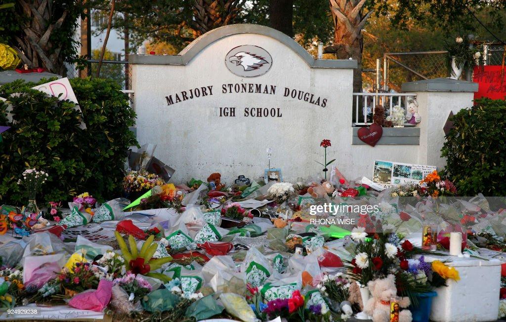 US-CRIME-SCHOOL-SHOOTING : News Photo
