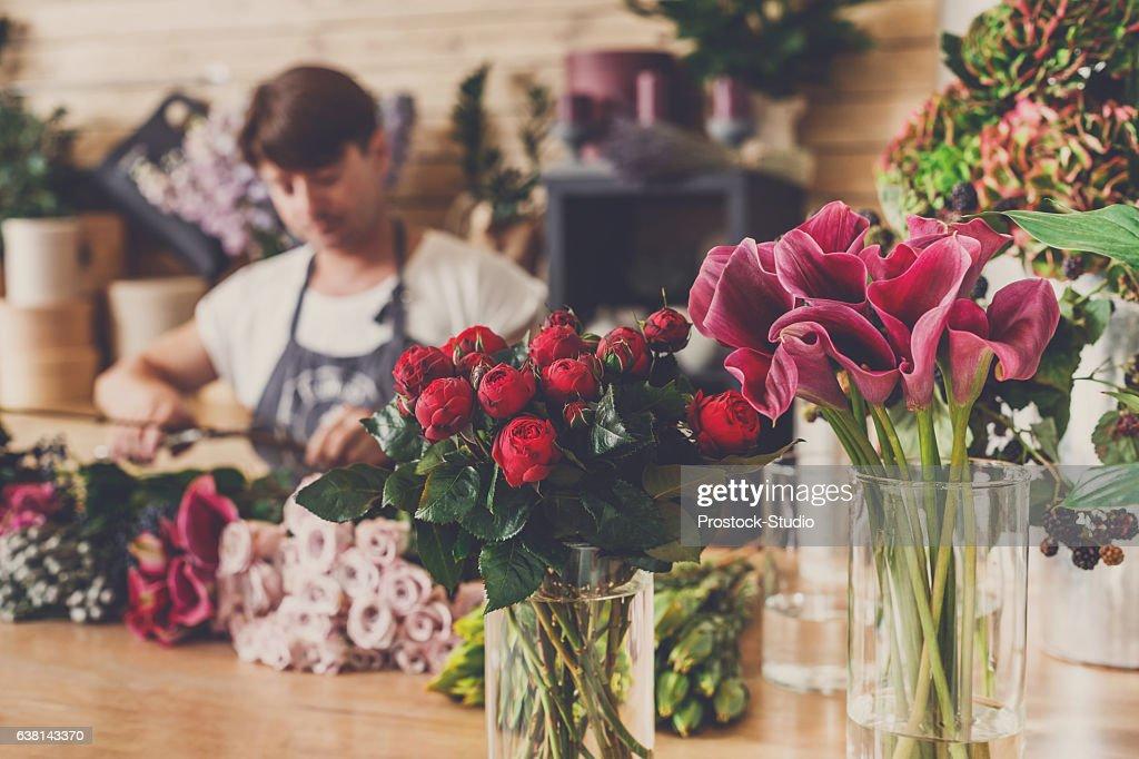 花の配達店と花屋は焦点を当てていない : ストックフォト