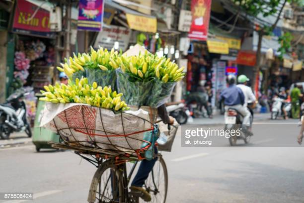flowers on the bike for sale along the road at hanoi capital ò vietnam - ho chi minh city stock pictures, royalty-free photos & images