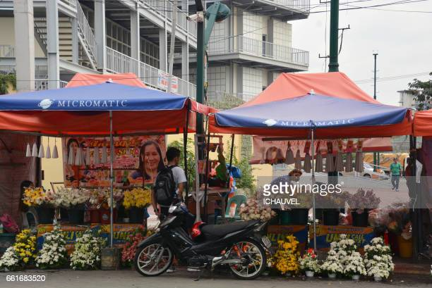 flowers shop manila philippines - une seule femme stock pictures, royalty-free photos & images