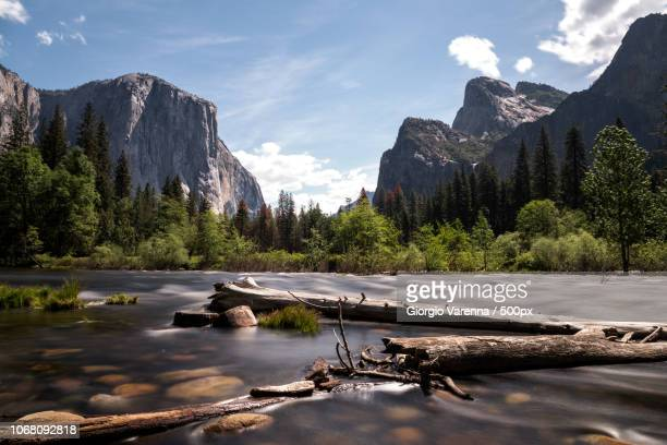 flowing water with mountains in background - yosemite nationalpark stock pictures, royalty-free photos & images