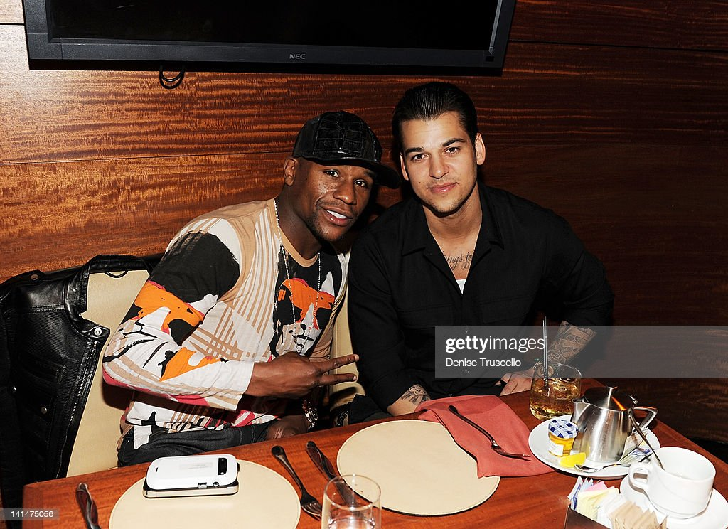 Floyd Mayweather Jr. and Rob Kardashian dine at Stack restaurant at The Mirage Hotel and Casino on March 16, 2012 in Las Vegas, Nevada.