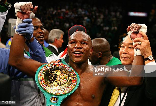 Floyd Mayweather Jr celebrates his split decision victory against Oscar De La Hoya during their WBC super welterweight championship fight at the MGM...