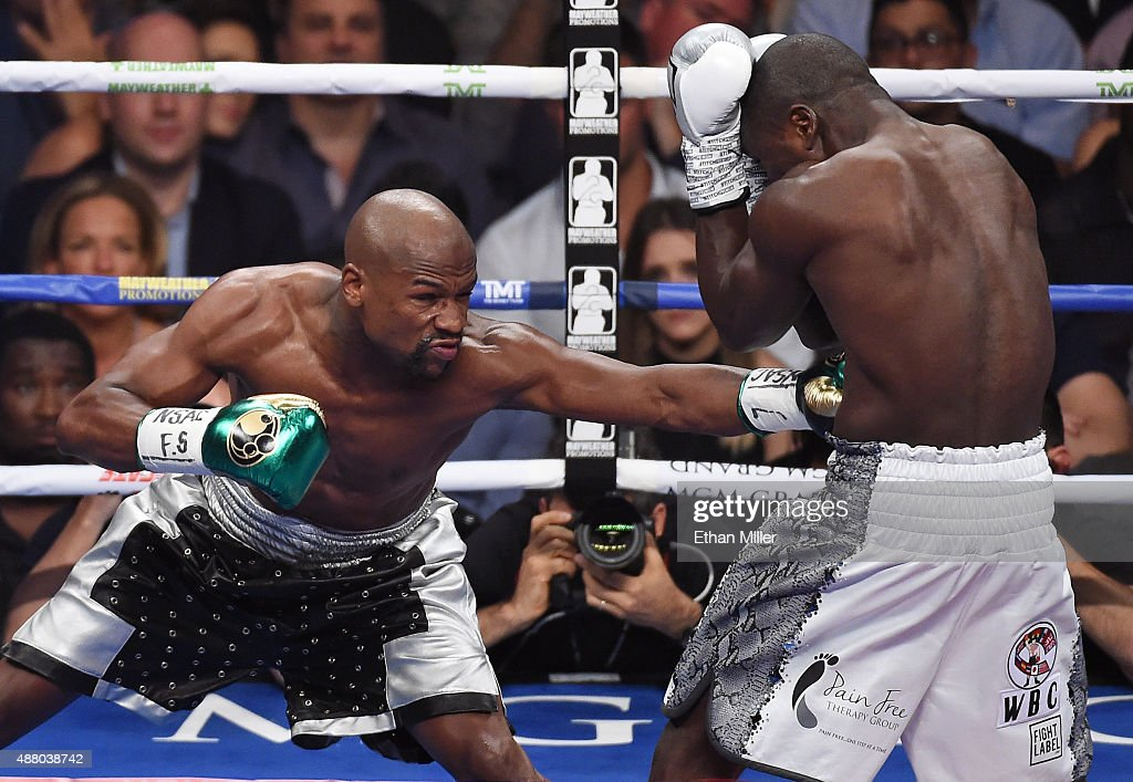 Floyd Mayweather Jr. v Andre Berto : News Photo