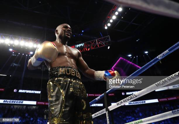 Floyd Mayweather Jr walks to his corner after a round in his super welterweight boxing match against Conor McGregor on August 26 2017 at TMobile...