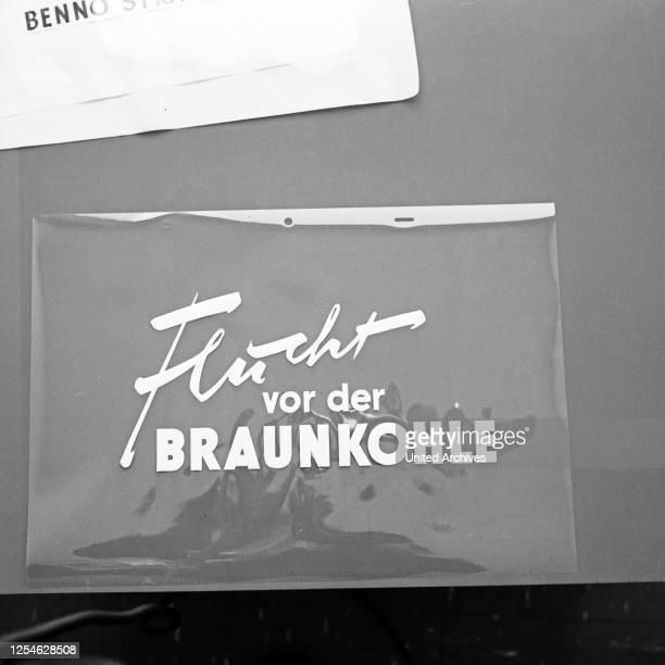 Flucht vor der Braunkohle, Dokumentation von Eduard Zimmermann ' Vorspannfolie, Deutschland 1960er Jahre.