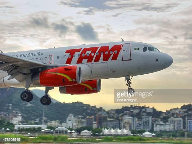 Flugzeug im Landeanflug auf Rio de Janeiro, Flughafen Santos Dumont