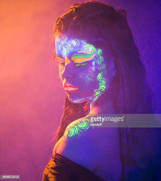 Fluoreszierend Make-up für bezaubernde Mädchen