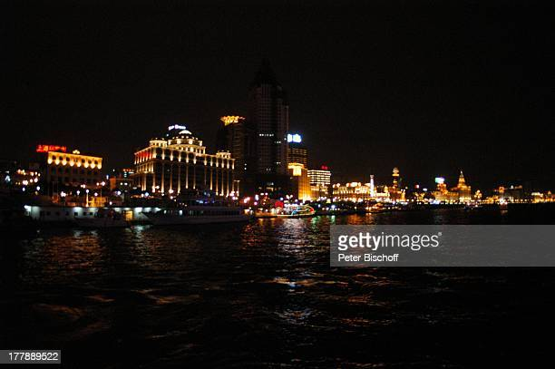 Fluss Huangpu Peace Hotel Bank of China Aja Building Bund Center China Foreign Exchange Trade Center Pudong Development Bank Stadtteil Puxi Shanghai...