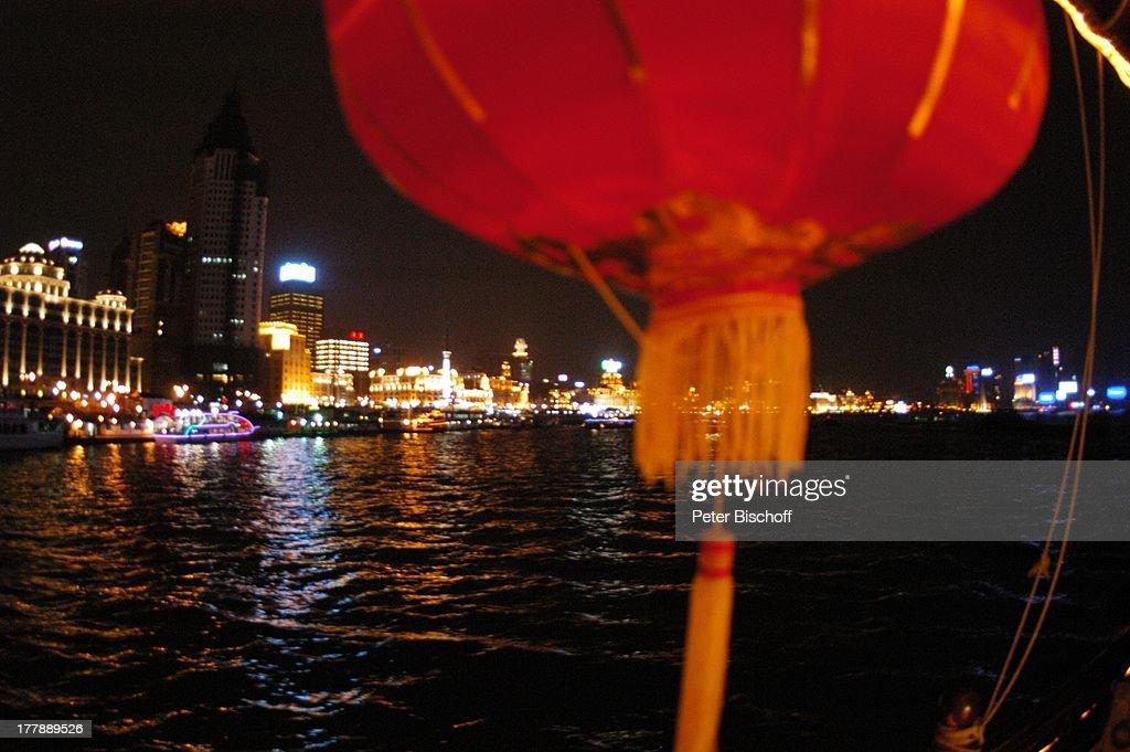 "Fluss Huangpu, ""Peace Hotel"", ""Bank of China"", ""Aja Building"", "" : News Photo"