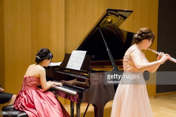 flutist and pianist on stage. - arte, cultura e espetáculo imagens e fotografias de stock