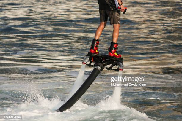 fly boarding - hoverboard stockfoto's en -beelden