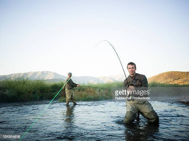 fly fisherman Angeln in einem mountain river
