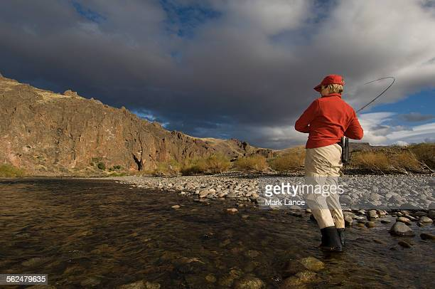 fly fishing patagonia, argentina - リオネグロ州 ストックフォトと画像
