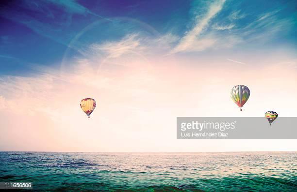 fly skyline - 三つ ストックフォトと画像