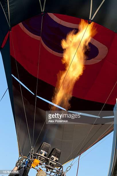 飛ぶ熱気球