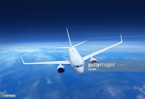 Avion volant au-dessus de la terre