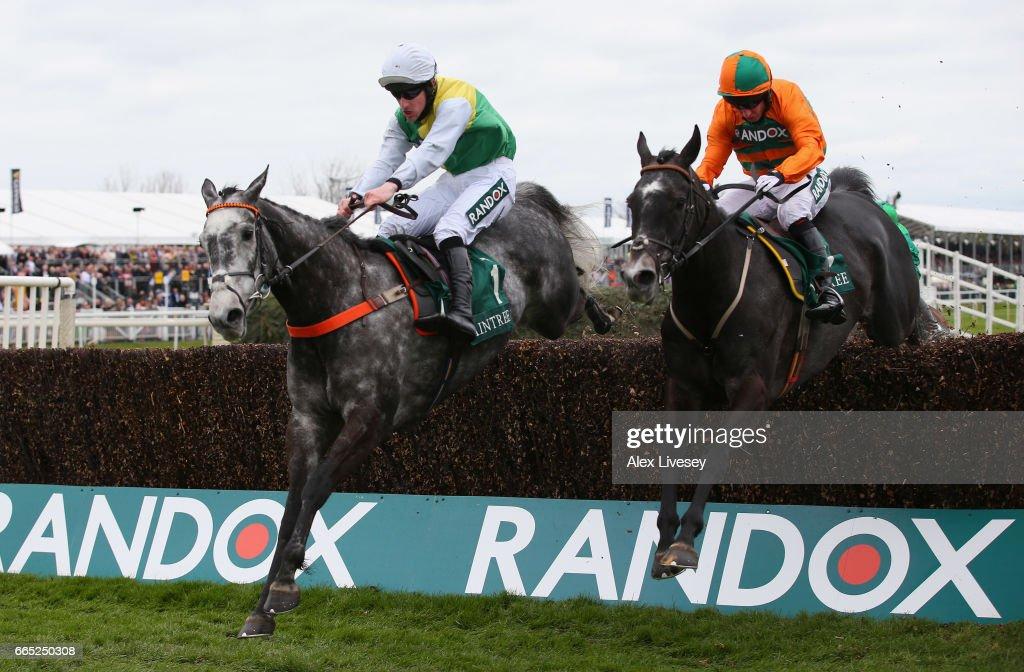 Aintree Races : News Photo