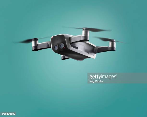 a flying drone - drone photos et images de collection