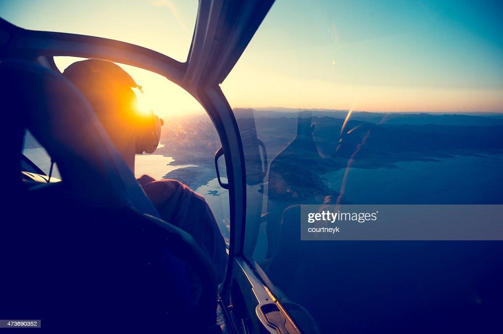 fliegen in einem helikopter ber see mead in arizona stock foto getty images. Black Bedroom Furniture Sets. Home Design Ideas