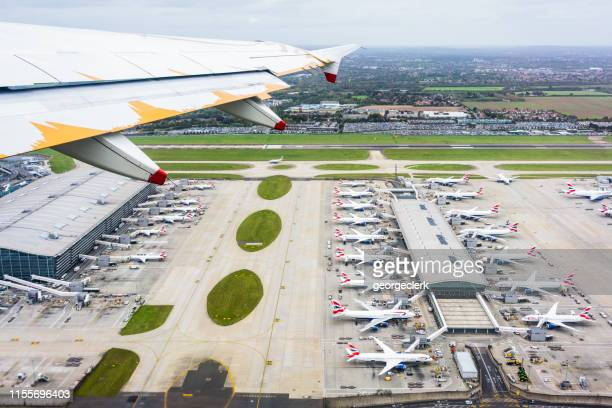 flying over london heathrow's terminal 5 - heathrow airport stock pictures, royalty-free photos & images
