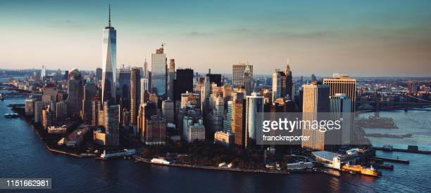 flying over manhattan - world trade center manhattan stock pictures, royalty-free photos & images