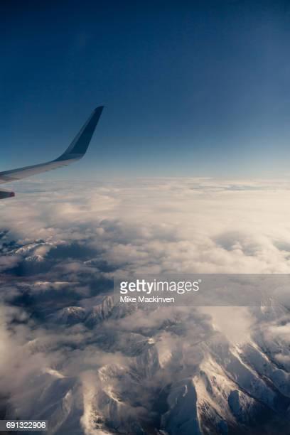flying over the southern alps - alpes do sul da nova zelândia - fotografias e filmes do acervo